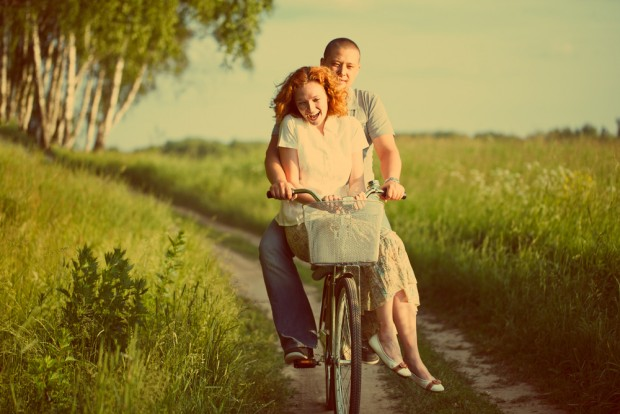 couple-on-bycicle